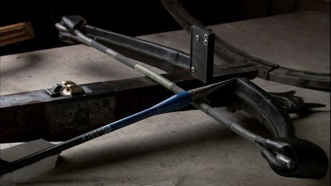 198579557-ballesta-gubbio-flecha-artesania.jpg