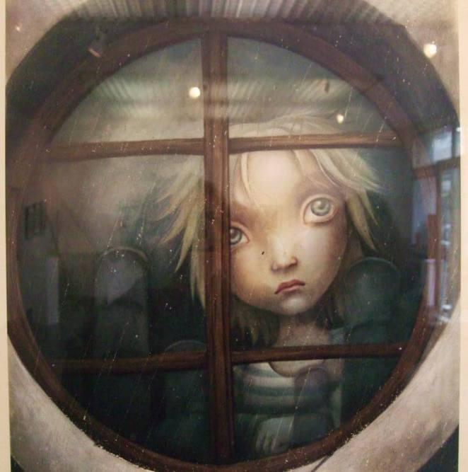 Niño-triste-tras-la-ventana.jpg