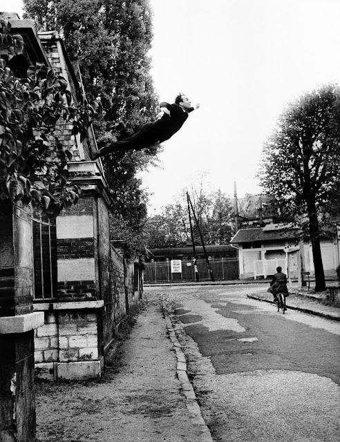 YKsalto al vacío, 5 rue Gentil Bernard, París, 1960.jpg