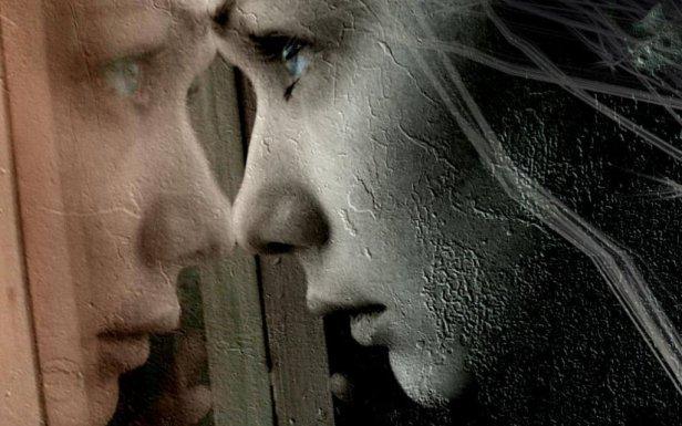 mujer-mirando-por-la-ventana-con-dolor-1024x640.jpg