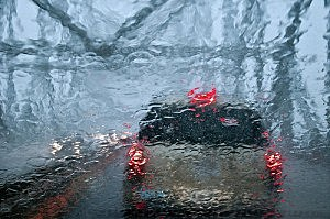 hravy-rain-while-driving-300x199 (1).jpg
